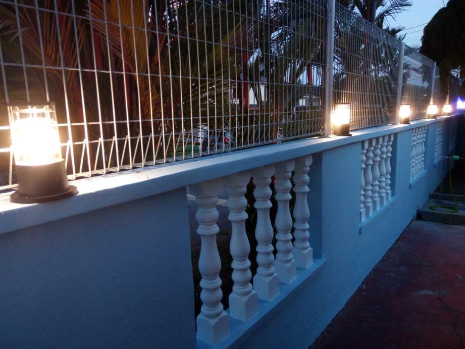 Balustrade_Wall_with_lights__2_.jpg