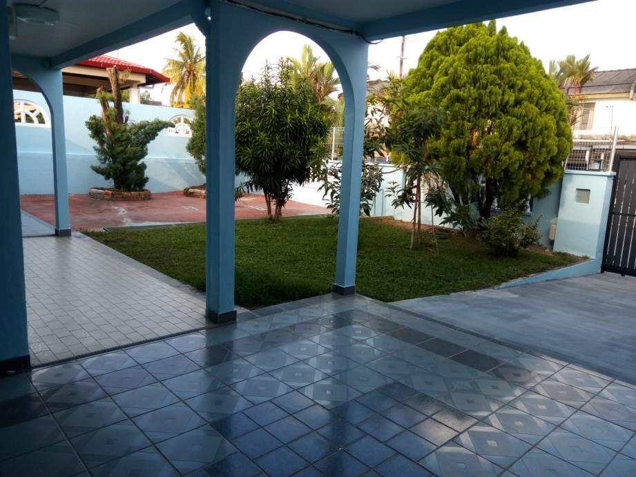 Front_Garden_from_Porch__2_.jpg